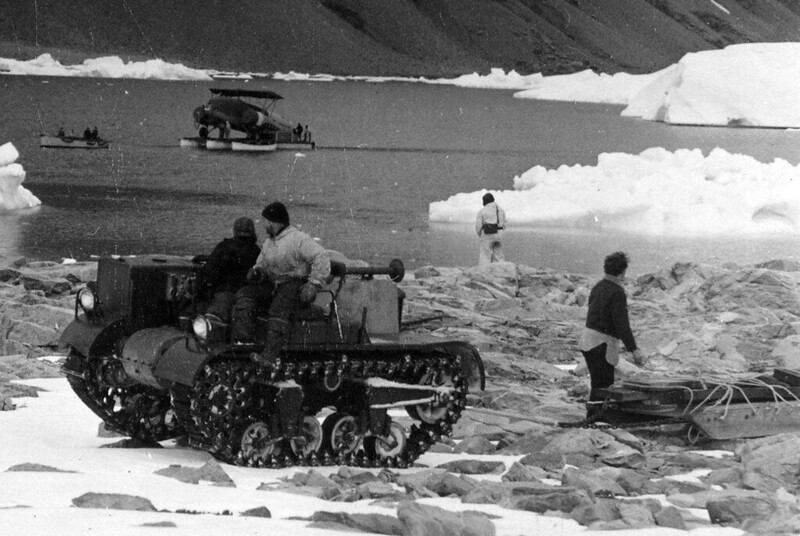 T3E4-carrier-antarctic-expedition-R-E-Byrd-East-base-1