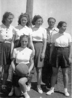 L'équipe féminine de basket du collège d'Orgelet