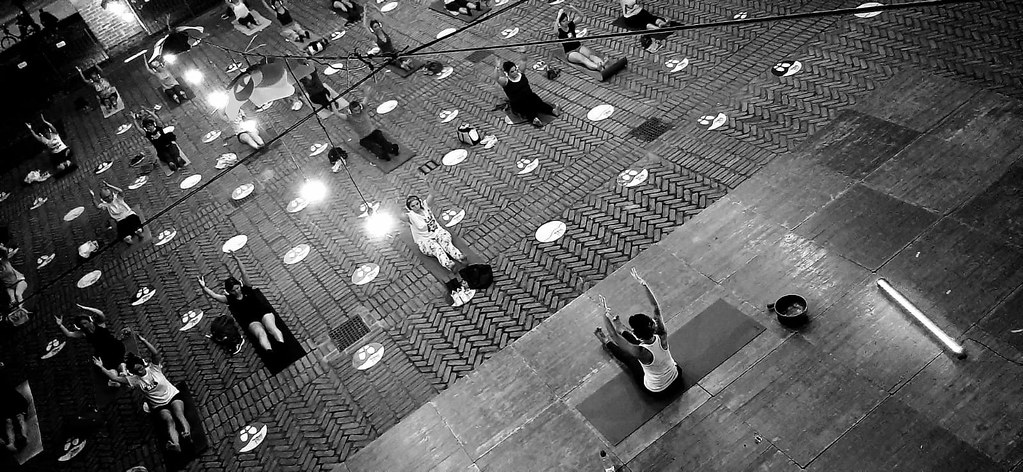 RESTATE IN CITTA' - SERATA SILENT YOGA  17 LUGLIO 2020 Foto M. Garini