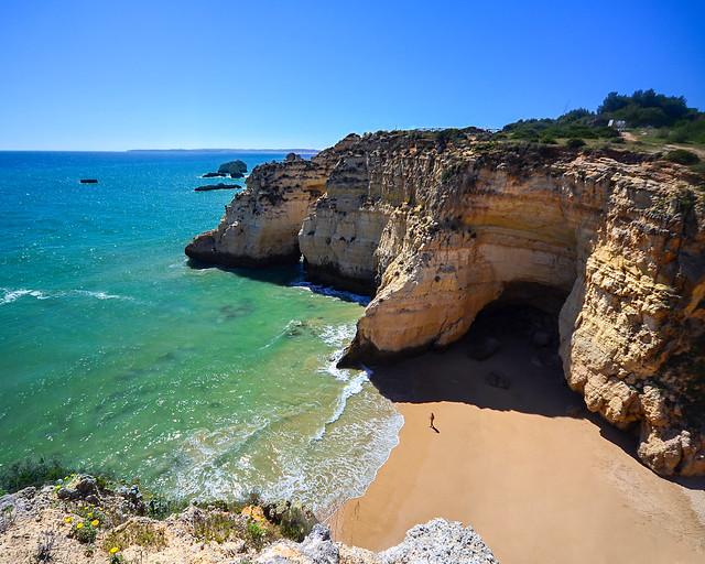 Playa de Joao de Arens en el Algarve, de los lugares más bonitos que visitar en Algarve