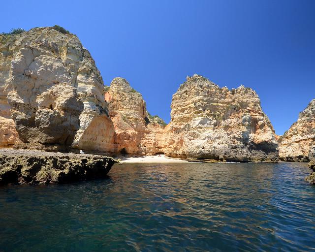 Barca por cuevas en el Algarve