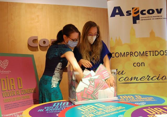 Momento del sorteo de la campaña 'El Día D' de la Asociación ASECOV.