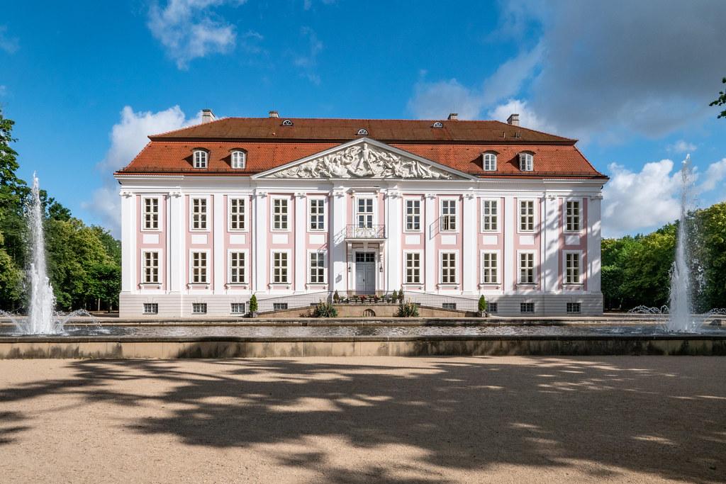 Tierpark Berlin: Schloss Friedrichsfelde, erbaut 1695 - Berlin Tierpark (Animal Park): Friedrichsfelde Manor, built in 1695