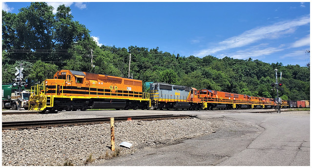 B&P Railroad (RIBT) with a string of eight engines @ Bonnie Brook Crossing