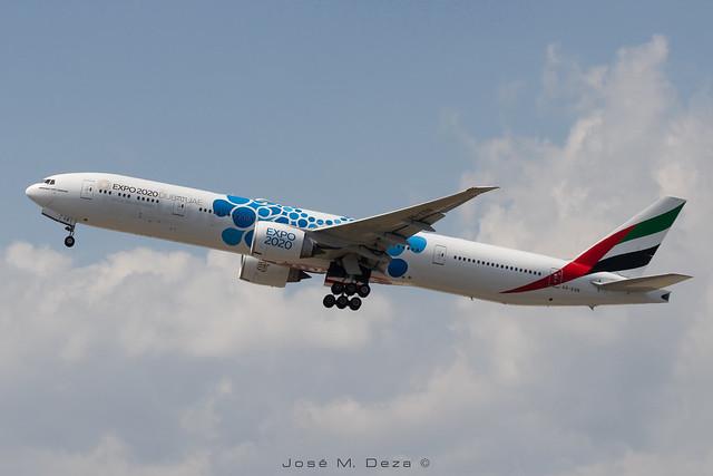 Emirates B777-31HER A6-EGB