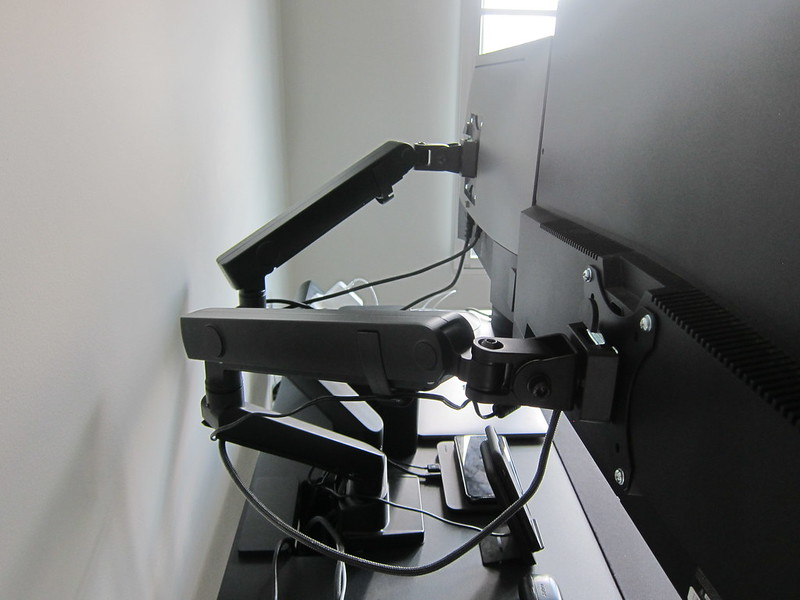 Omnidesk Pro 2020 - ARC Stealth Dual - With Monitors