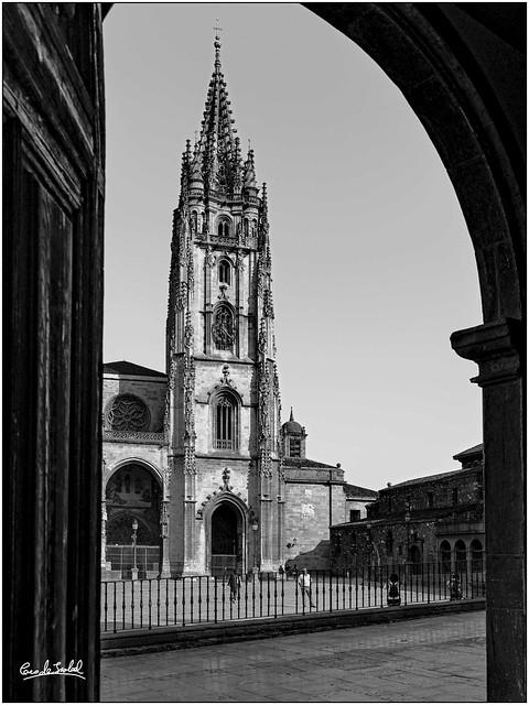 Sancta Ovetensis desde el oratorio de Ana Ozores _Sancta Ovetensis from the oratory of Ana Ozores.