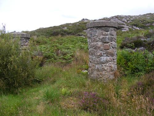 L&LS railway pillar