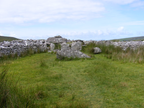Málainn Mhóir Court Tomb