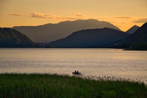 lake water shore mountain mountainside alps outdoor landscape july summer evening sunset sky cloud plant grass boat ossiach ossiachersee carinthia kärnten austria österreich nikond3100