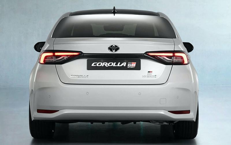 2021-Toyota-Corolla-Sedan-GR-Sport-European-spec-13