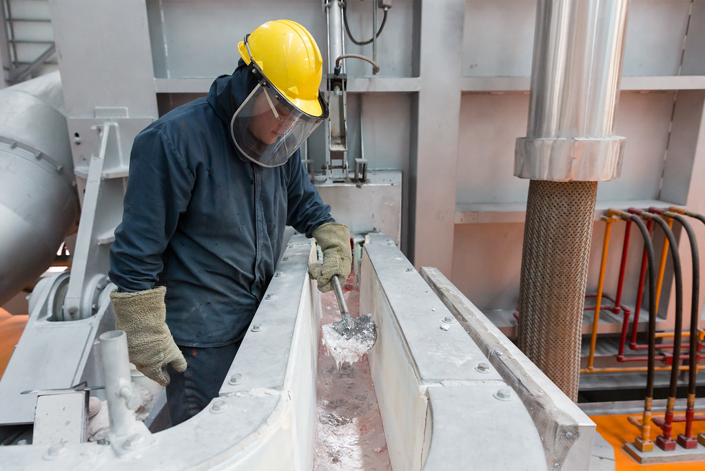 Apple 支援開發一項鋁金屬生產法,該方法在冶煉過程中釋放的是氧氣,而非溫室氣體。