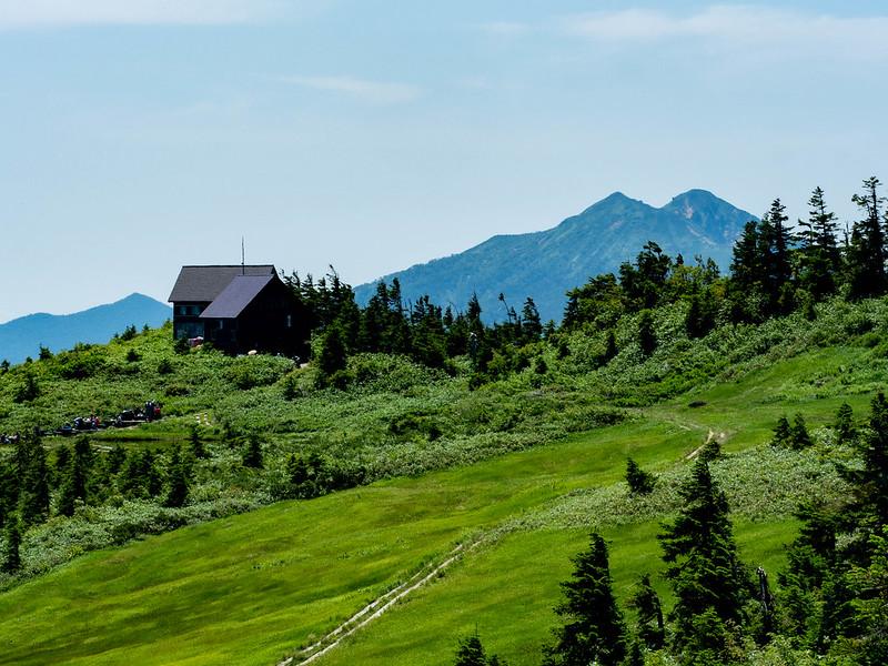 駒の小屋と燧ヶ岳