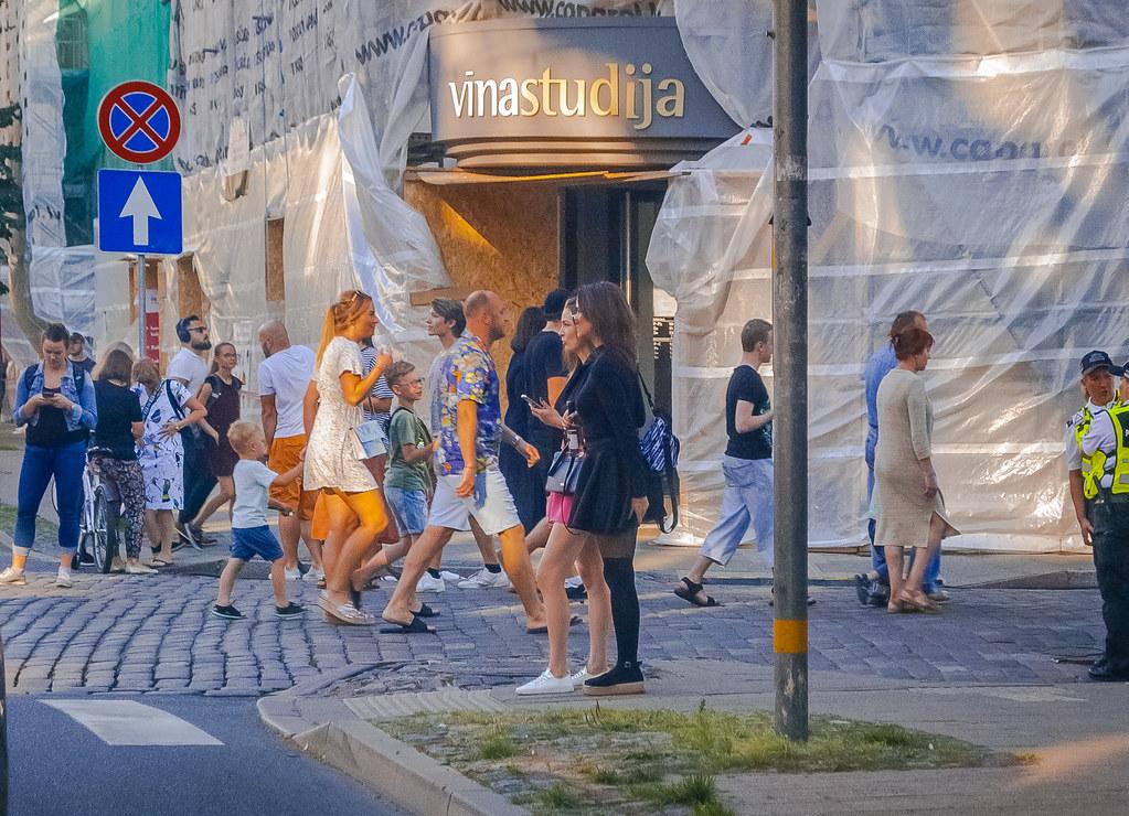 street candid! 19:09:47 DSC_6852