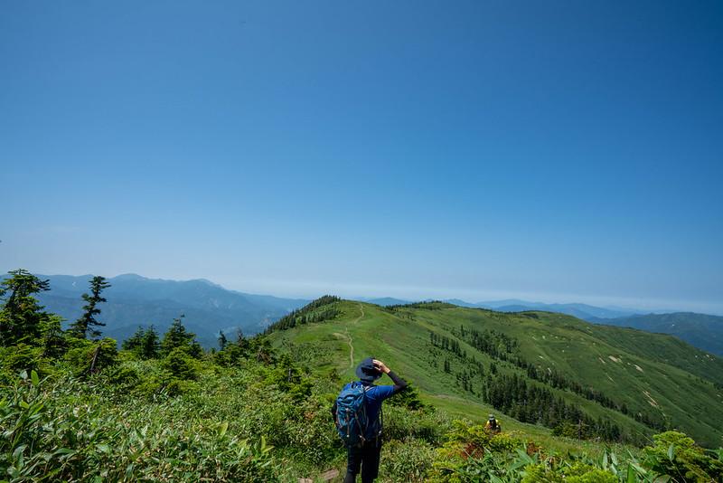 会津駒ヶ岳から中門岳への稜線