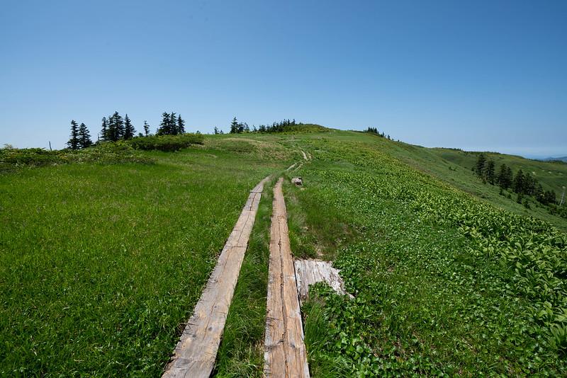 中門岳の稜線