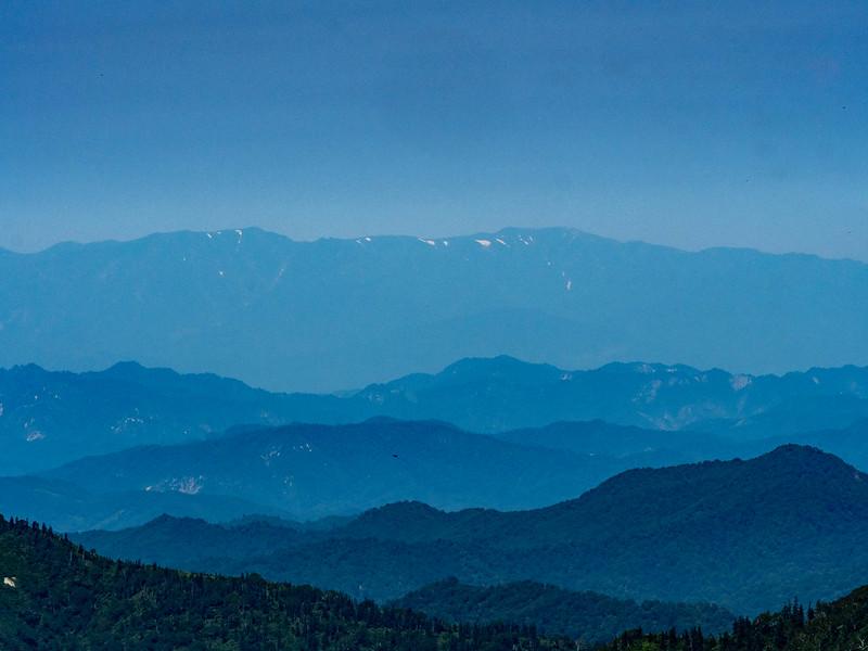 中門岳から飯豊連峰