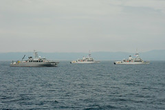 USS Pioneer (MCM 9) and USS Patriot (MCM 7) sail in formation with JS Awaji (MSC 304) during MIWEX 2JA. (JMSDF photo)