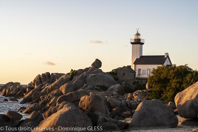 Le phare de Pontusval au soleil couchant