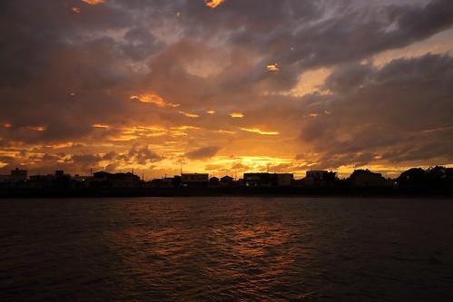 ichikawa chiba japan sunset goldenhour cloud clouds sky river kyuedoriver
