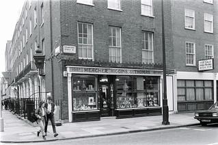 Meacher, Higgins & Thomas, Chemists, Crawford St, Marylebone, Westminster, 1987 87-5e-43-positive_2400