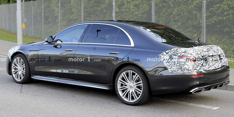 2021-mercedes-s-class-spy-photo-with-production-body
