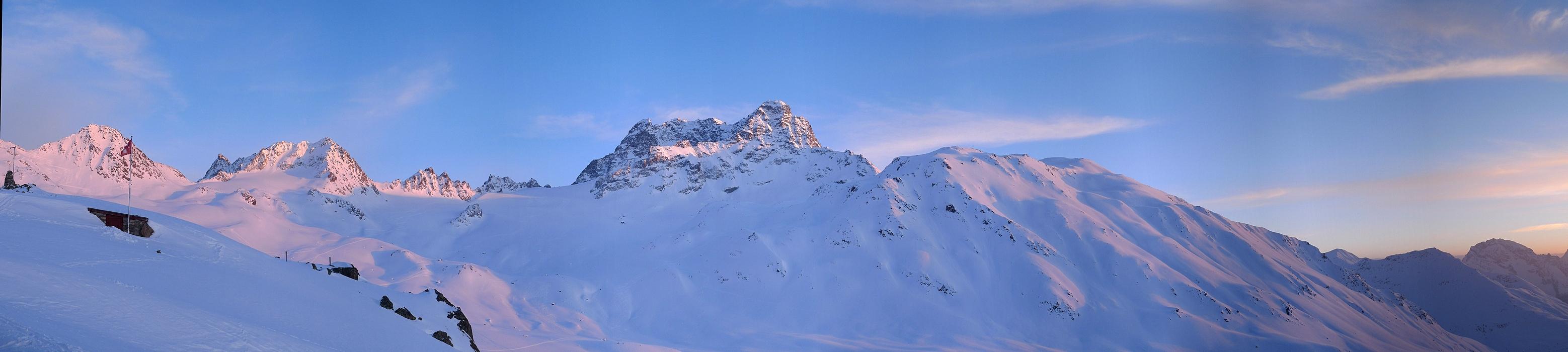 Keschhütte / Chamanna digl Kesch Albula Alpen Švýcarsko panorama 01