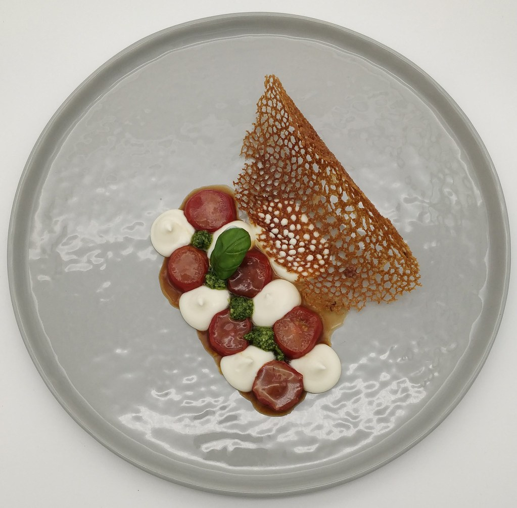 Dolce Caprese - Burrata | Tomaten | Basilikum | Olivenölchip