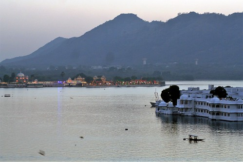 udaipur rajasthan india asia lakepichola lakepalace udaipurlakepalace island hotel eveninglight sunset sundown nightfall dusk eveninglights boat
