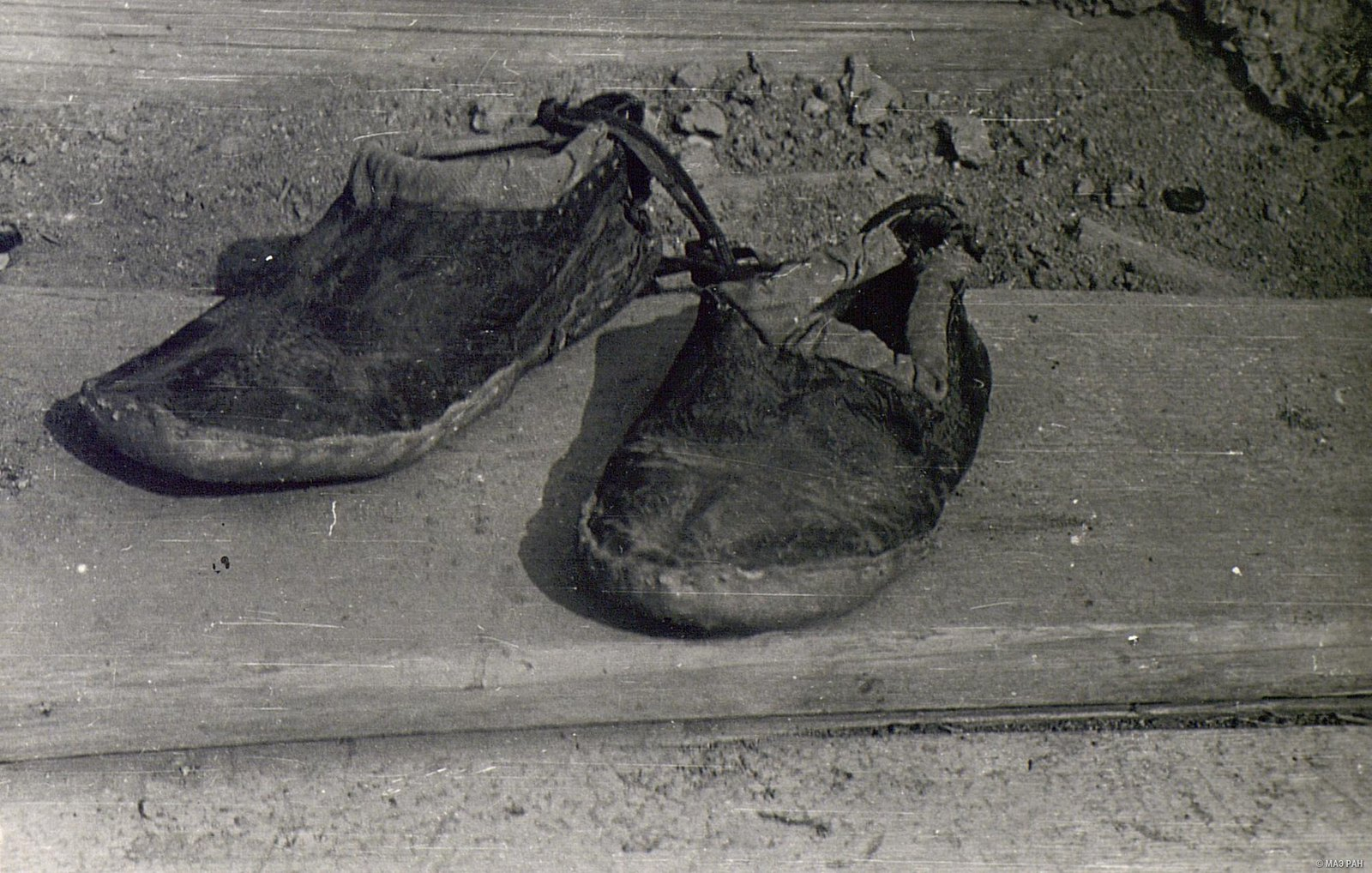 Чирки (обувь из сыромятной кожи) женские