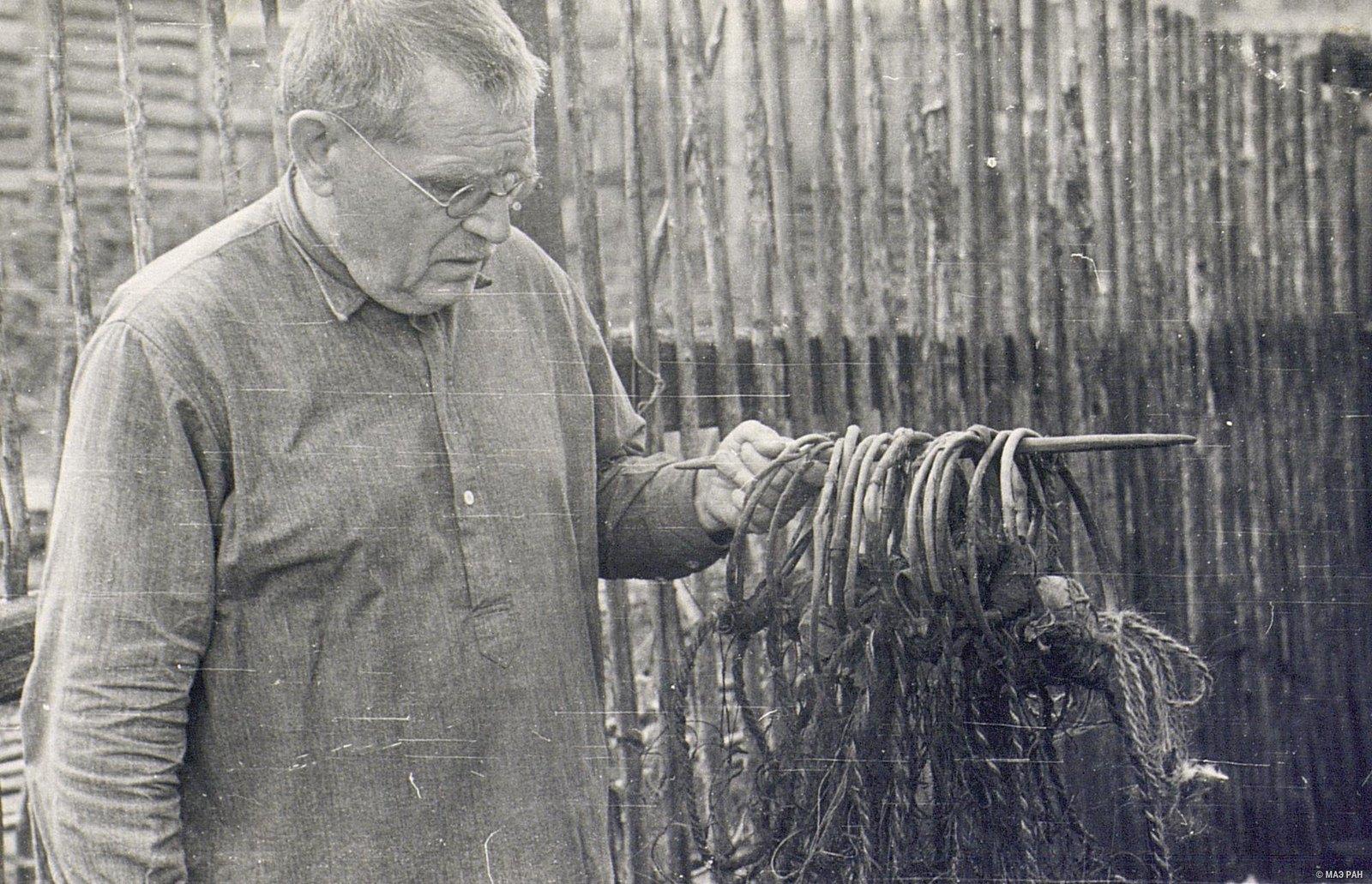 Поставная сеть из крученого конского волоса в собранном виде