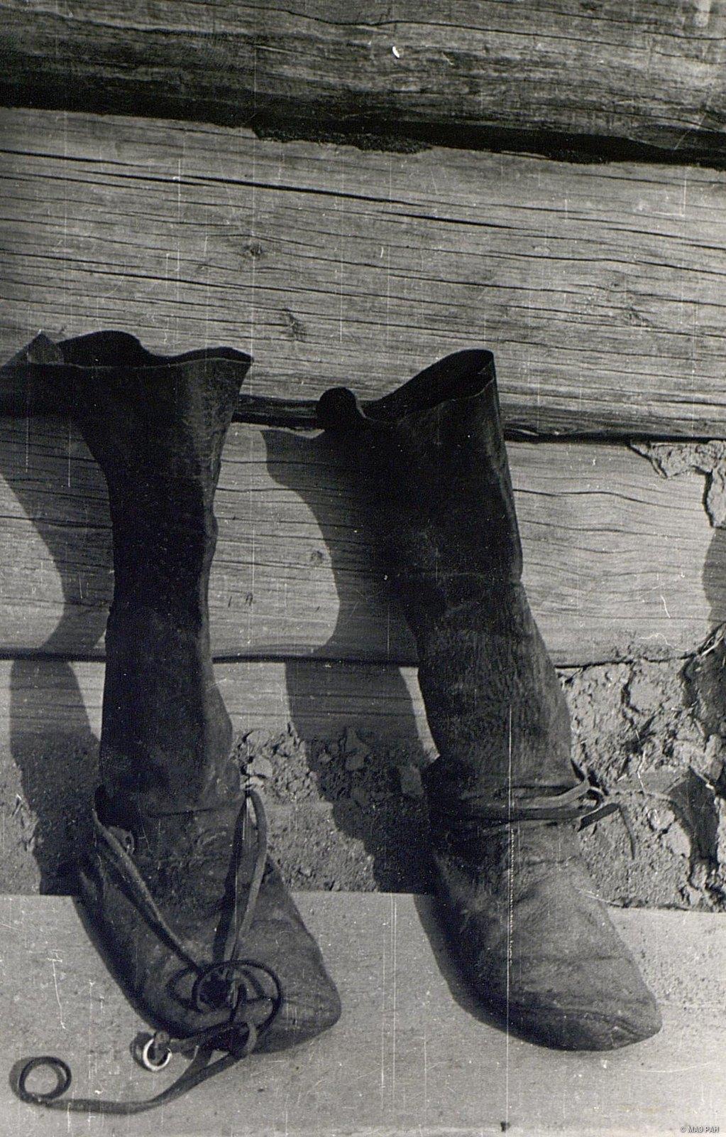 Мужская обувь из сыромятной кожи - чирки с голяшками