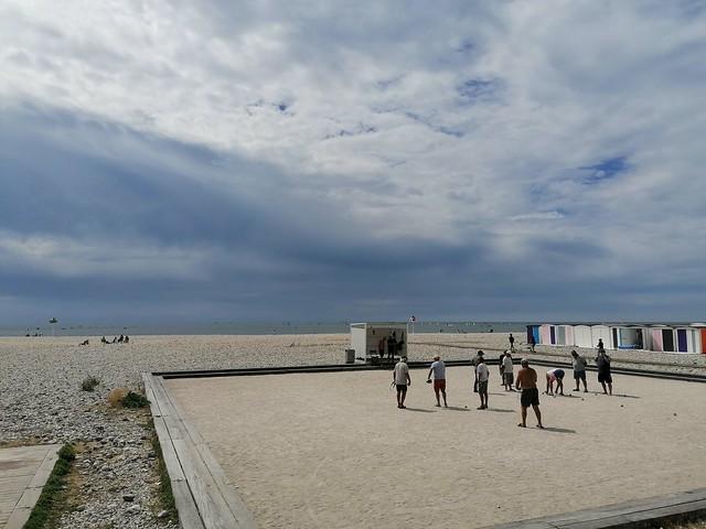 Parties de pétanque à la plage