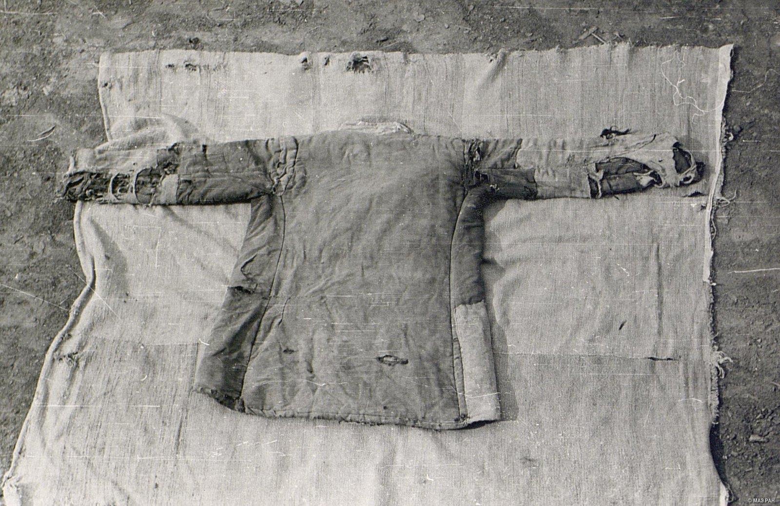 Верхняя женская расклешенная куртка «курма»  (вид сзади)