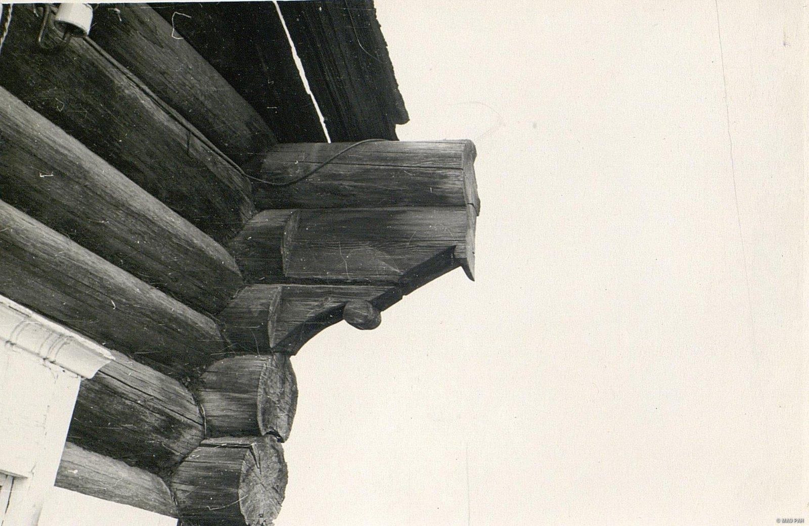 Повал (расширенная часть сруба, защищающая стены дома от дождя)1