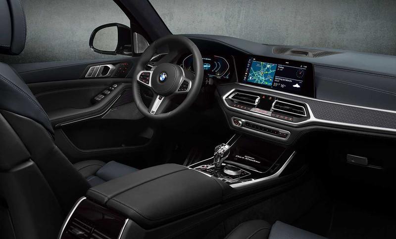 2021-bmw-x7-dark-shadow-edition-interior