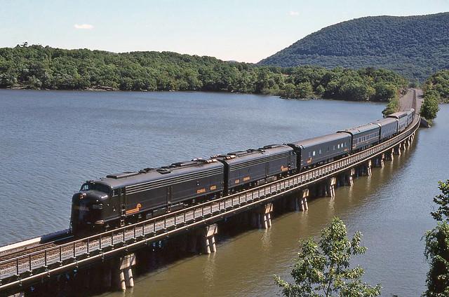 Conrail EMD E8A's 4020 & 4021