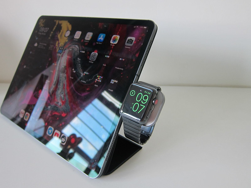Satechi USB-C Apple Watch Magnetic Charging Dock - With iPad Pro - Charging Apple Watch