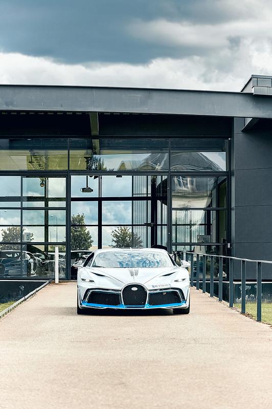 bugatti-divo-testing-1