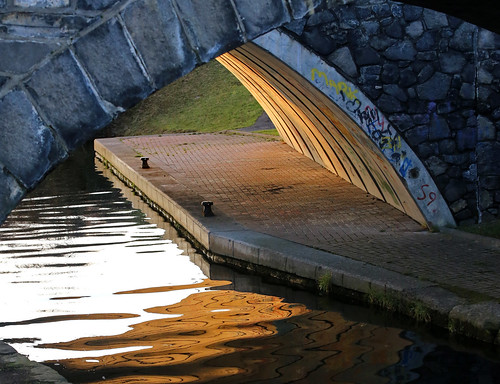 wood water architecture bridge river reflection outdoors nature canal noperson outdoor building arch travel waterfront archbridge royalcanal dublin