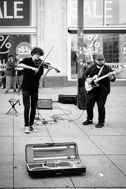 Sale & Musik am Alex