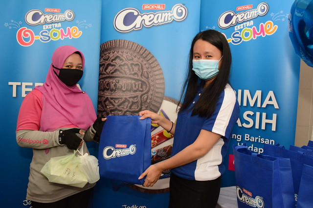 Audrey Lee, Assistant Brand Manager, URC Snack Foods (M) Sdn Bhd (right) gives a foodpanda rider a special Cream-O 'Ekstra O-some' surprise
