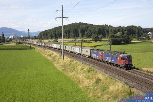 Re 620 082 + Re 420 276 .  SBB Cargo . 40077 . Herzogenbuchsee . 18.07.20.