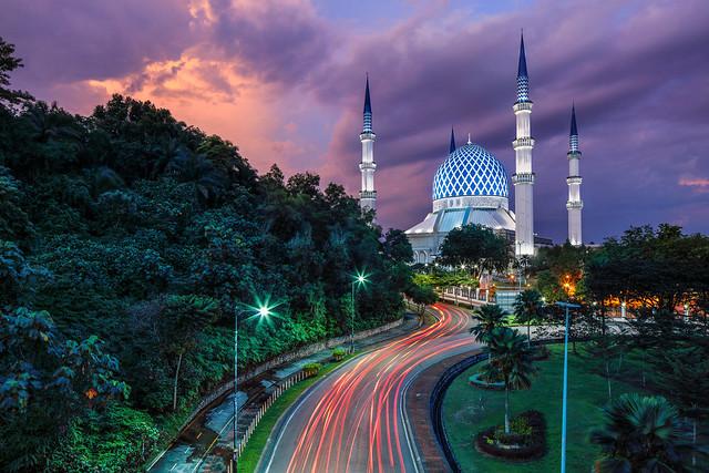 THE SULTAN SALAHUDDIN MOSQUE, SHAH ALAM, MALAYSIA.