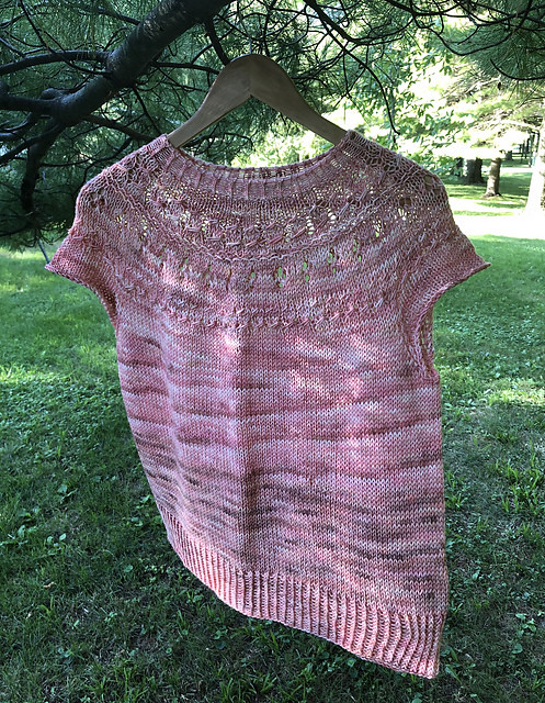 Karen (kmae64) finished knitting a second Ranunculus by Midori Hirose! This summer Ranunculus she knit using Lichen and Lace 80/20 Sock in Faded Rose.