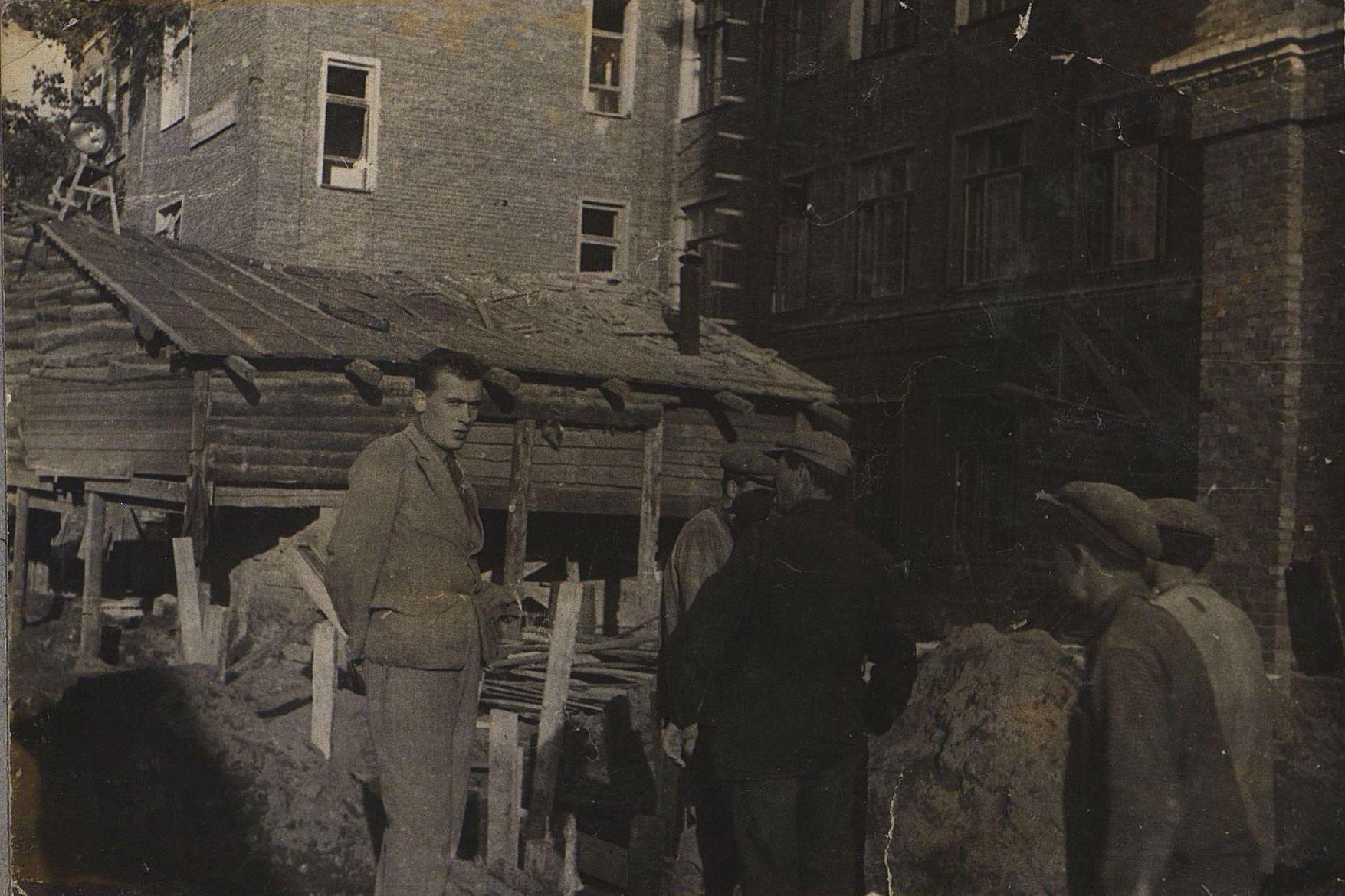 14. 1937. Ушаков И.Е. на строительстве школы на Нижней Пресне. Март