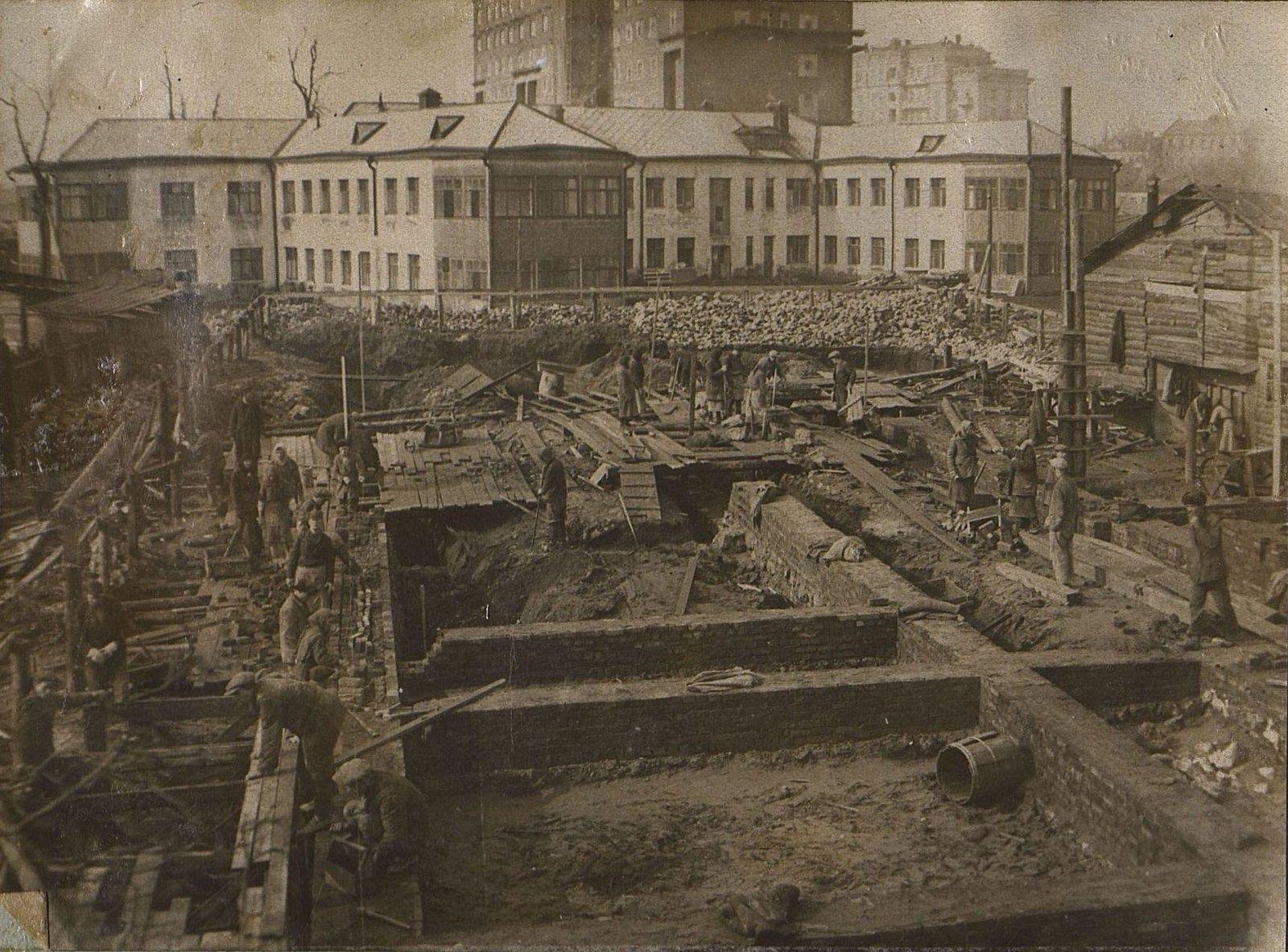 05. 1937. Строительство школы на улице Красина, дом 27. Март