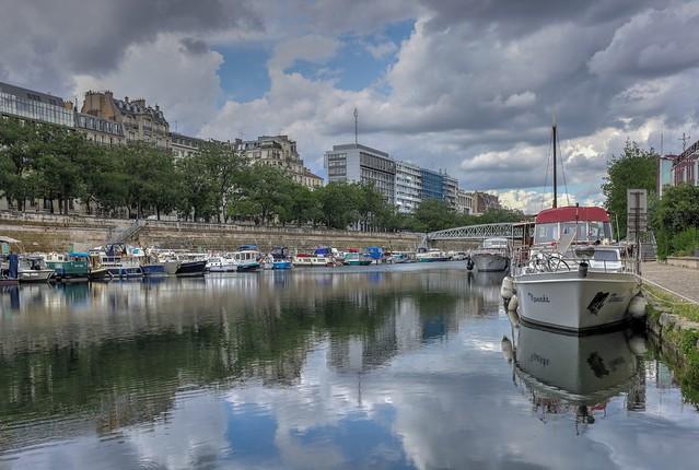 Paris, le port de l' Arsenal.