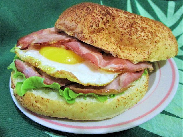 Bun sandwich with smoked bacon, egg and cheese
