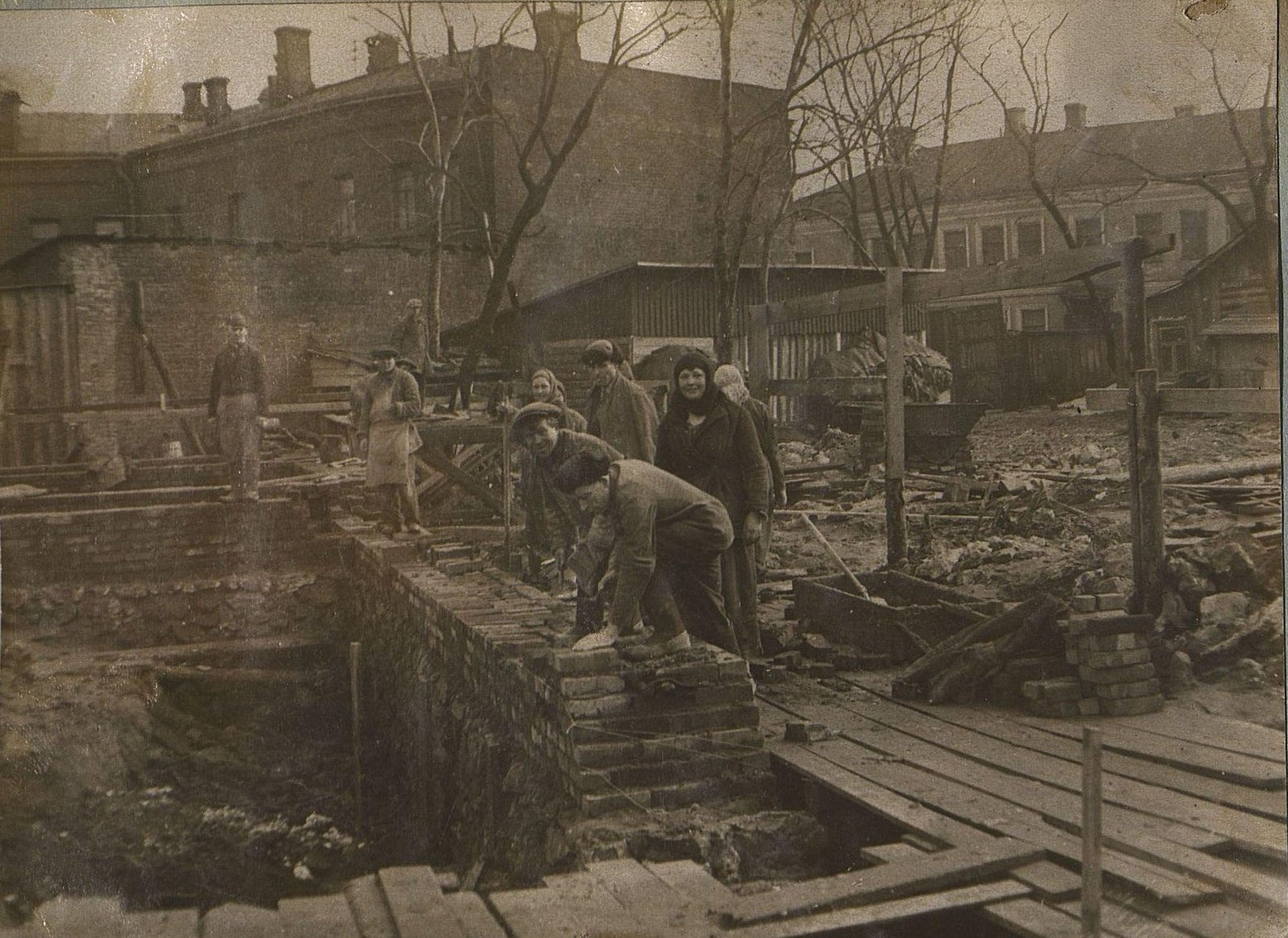 03. 1937. Строительство школы на улице Красина, дом 27. Март